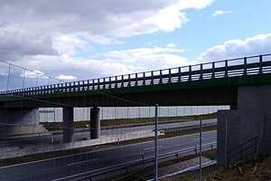 Z wiaduktu na S7 rzucali kamieniami i drewnianymi kołkami w przejeżdżające samochody