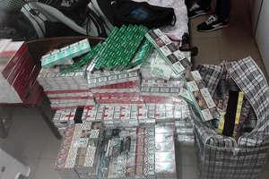 Nielegalne papierosy w aucie i na posesji