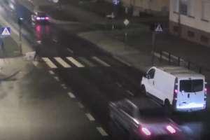 Ominął samochód przed przejściem dla pieszych i potrącił kobietę [VIDEO]