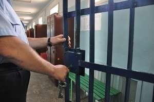 Funkcjonariusz Służby Więziennej trafił do aresztu. Jest podejrzany o podżeganie do zabójstwa