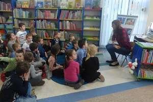 Dzieci z Przedszkola Miejskiego z wizytą w bibliotece