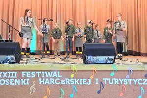 Harcerze i zuchy na Festiwalu Piosenki w Łąkorzu