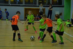 Wszyscy mali piłkarze byli zwycięzcami turnieju w hali OCSiR [zdjęcia]