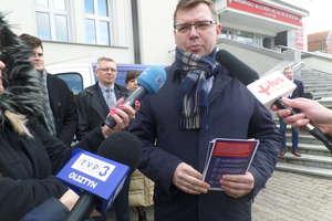 Busy ruszyły w Polskę, by promować tzw. piątkę Kaczyńskiego