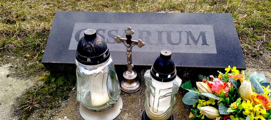 Przy ulicy Poprzecznej ossarium znajduje się tuż za polem urnowym. Na cmentarzu Dywity powstaje z kolei duże ossarium o kubaturze 24 metrów sześciennych.