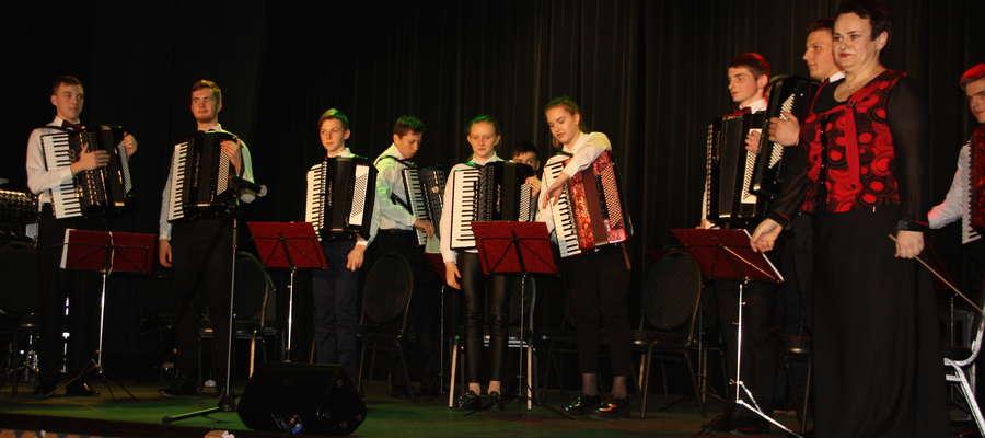 Na scenie Młodzieżowy Zespół Akordeonowy z Nowej Wilejki