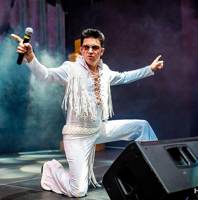Adam Gałka jako Elvis - full image