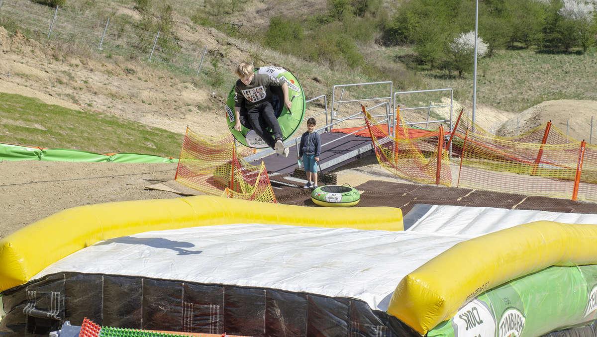 Skocznia Tubby Jump to prawdziwa frajda nie tylko dla najmłodszych - full image