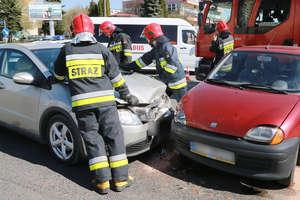Wypadek na ulicy Dworcowej. 63-letnia kobieta trafiła do szpitala [ZDJĘCIA]