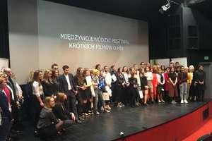 Licealiści z Olecka na Gali Finałowej Międzywojewódzkiego Festiwalu Krótkich Filmów o HIV