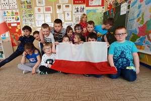 Polska to fajny kraj - mówią olsztyńskie przedszkolaki. Dziś obchodzimy Dzień Flagi [VIDEO]