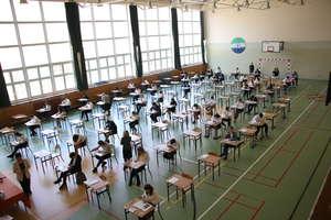Egzaminy się odbywają, ale strajk nauczycieli nie gaśnie