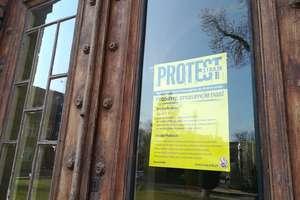 Strajk nauczycieli. Egzaminy trwają, jedno przedszkole zawiesiło protest