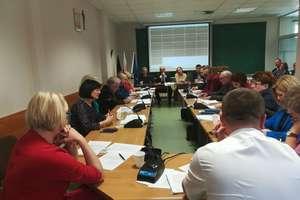 Sesja rady miasta: odwołany przewodniczący komisji, rewitalizacja