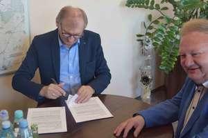 Podpisano umowę na przebudowę dróg w Nowej Wsi