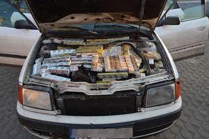 Papierosy miał nawet w komorze silnika