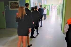 Gimnazjaliści piszą egzamin. Udało się skompletować komisje