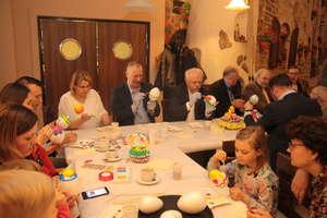 Wielkanocne malowanie pisanek w restauracji Ardi. ZDJĘCIA, FILM