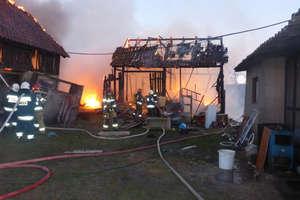 Ogień strawił pomieszczenia gospodarcze, budynek mieszkalny ocalony