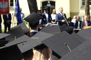Zostali absolwentami