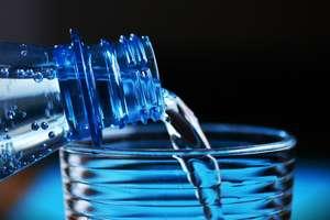 Zdrowa woda, ale z kranu czy z butelki?