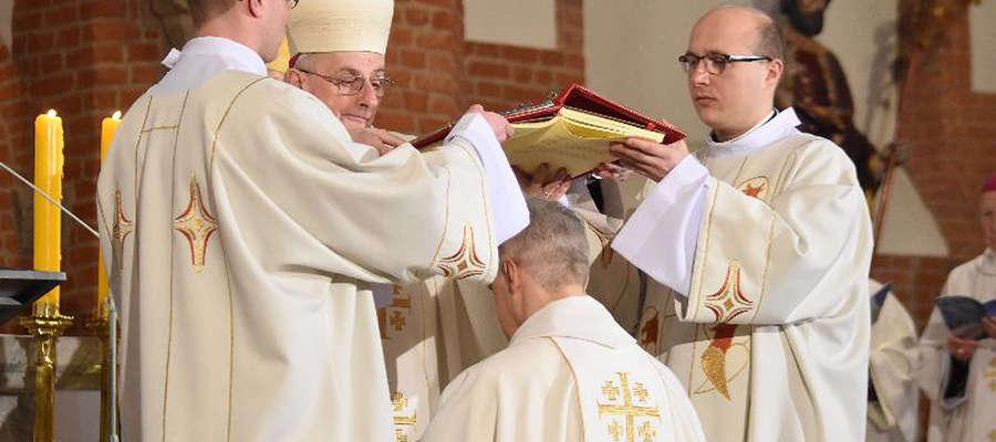 Obrzędom przewodniczył główny szafarz święceń: bp Jacek Jezierski - biskup elbląski