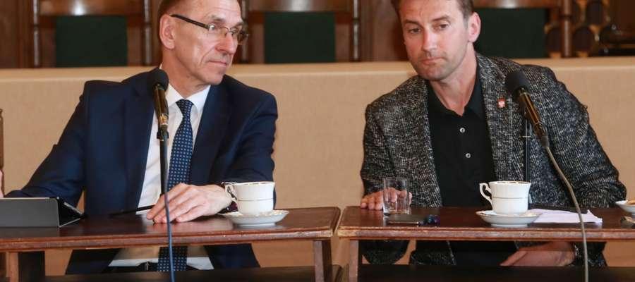 Prezydent Piotr Grzymowicz i Michał Brański podczas spotkania w ratuszu w kwietniu 2019.