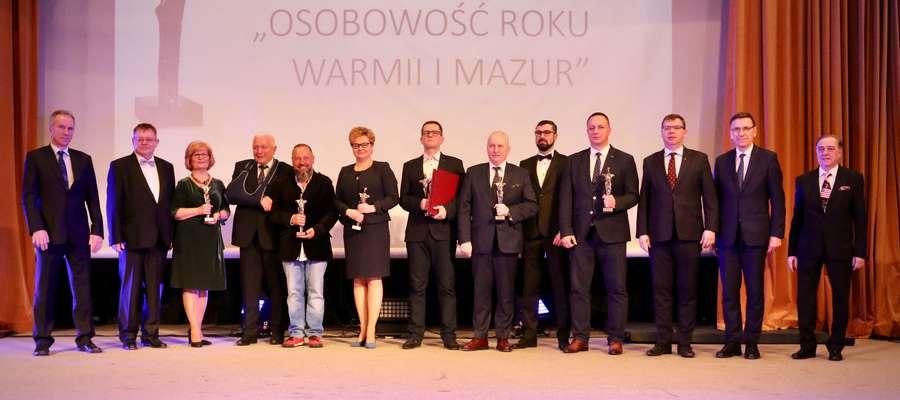 Nagrodzeni, przedstawiciele władz oraz gospodarze gali