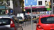 Policjanci przypominają jak parkować w strefie zamieszkania