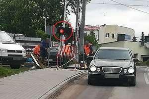Jeden przejazd, trzy minuty, trzech kierowców przejechało na czerwonym świetle