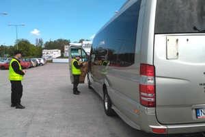 Policjanci kontrolują autokary przewożące dzieci i młodzież na wycieczki [ZDJĘCIA]