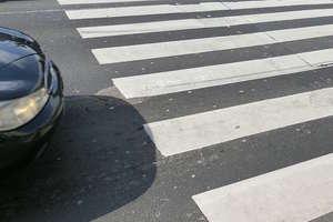 Kierowca potrącił pieszą na przejściu. Tłumaczył, że jej nie zauważył