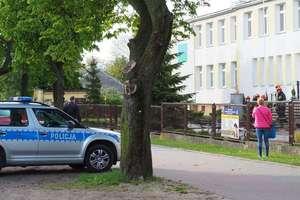 Alarmy bombowe w szkołach w Olsztynie i regionie. Kto przeszkadza w maturach? [AKTUALIZACJA]