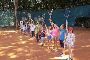 Zapisz swoje dziecko na atrakcyjne półkolonie tenisowo-sportowe