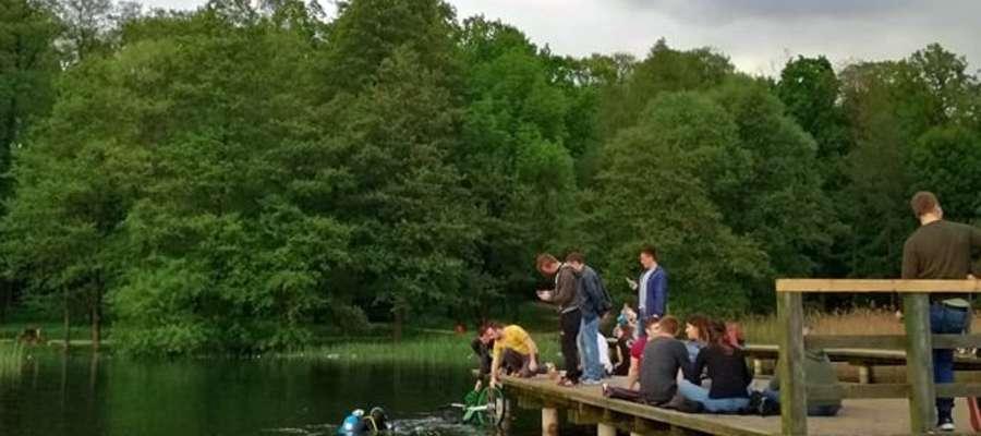 Wydobycie roweru z jeziora