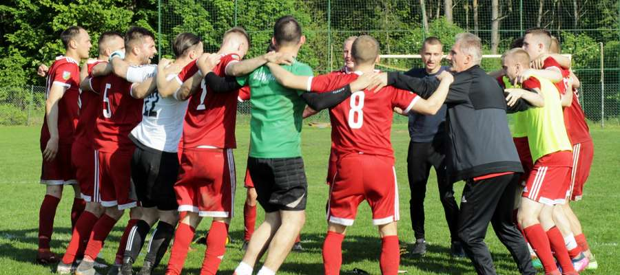 Tak po ostatnim, zwycięskim meczu (3:2 z Granicą Kętrzyn) cieszyli się piłkarze GKS-u Wikielec. Jakie humory będą mieć po derbowym pojedynku w Lubawie? Okaże się w sobotę