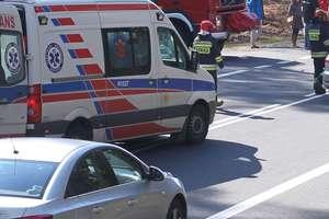 Zderzenie dwóch volkswagenów. Jedna osoba trafiła do szpitala