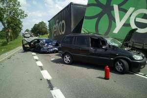 Ciężarówka i trzy samochody osobowe zderzyły się na DK 16. Są ranni