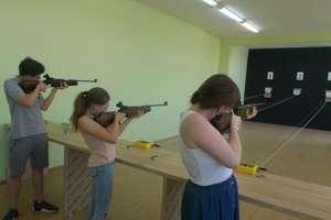 Najpierw były warsztaty, a potem uczniowie wzięli udział w zawodach strzeleckich