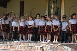 Drugie miejsce uczniów szkoły w Ostrowitem na festiwali w Wardęgowie