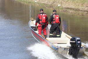 W zaroślach jeziora znaleziono ciało mężczyzny