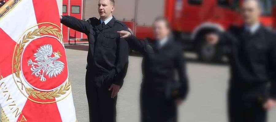 14 czerwca minął rok od wypadku na terenie kętrzyńskiej jednostki. Miesiąc później w wyniku odniesionych obrażeń zmarł 23-letni strażak