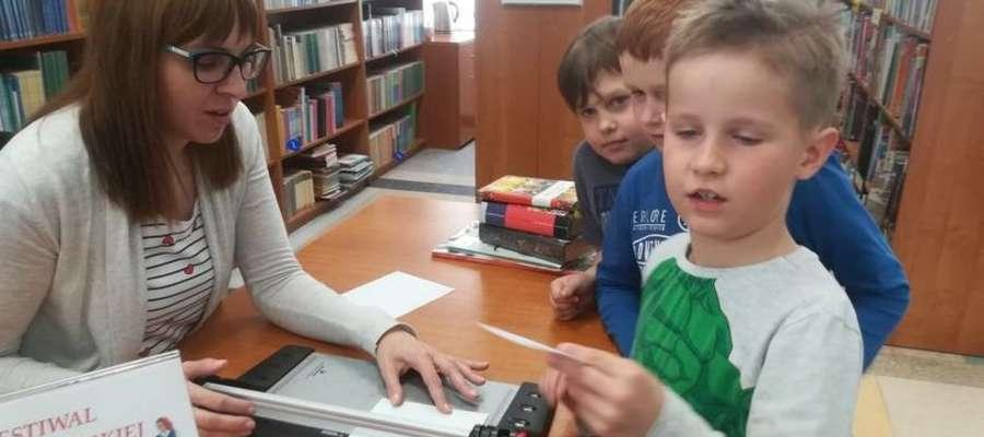 Przedszkolaki w Miejskiej Bibliotece Publicznej w Nowym Mieście