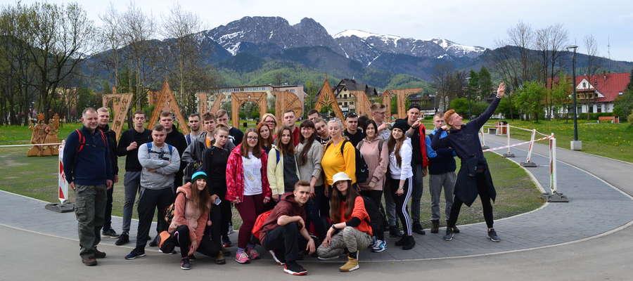 Uczniowie wybrali się pociągiem do Zakopanego
