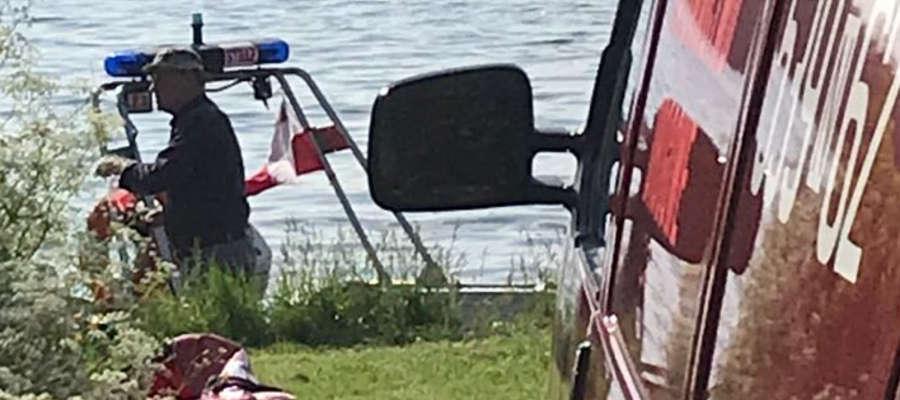 Strażacy szybko wydobyli ciało wędkarza, ale nie udało się jego uratować