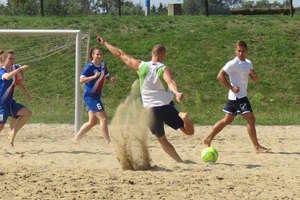 Sześć drużyn zagra w sobotnim turnieju plażowej piłki nożnej. Zobacz zasady gry