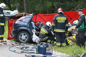 Tragiczny wypadek na DK16. Dwie osoby nie żyją [ZDJĘCIA]