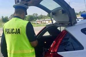 Pijany kierowca zasnął w samochodzie. Miał ponad 3 promile
