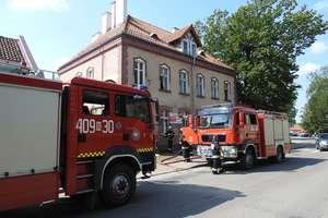 Zwarcie instalacji elektrycznej na poczcie postawiło na nogi strażaków [ZDJĘCIA]