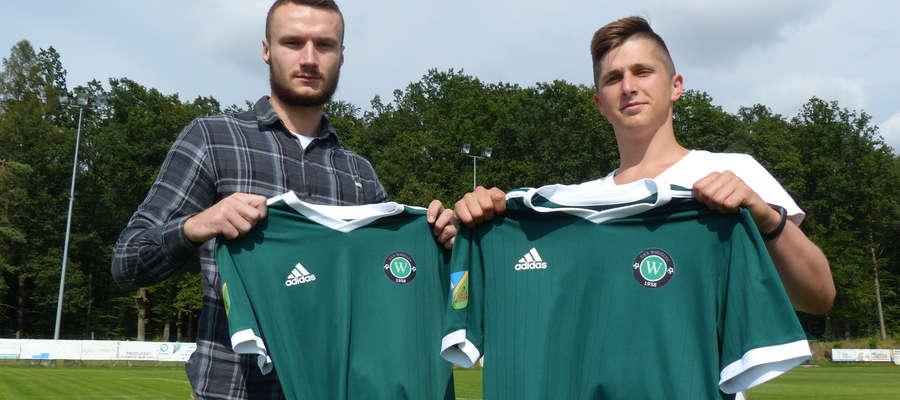 Jakub Górski (ostatnio Powiśle Dzierzgoń) oraz Patryk Rosoliński (Mrągowia) - nowi piłkarze GKS-u Wikielec